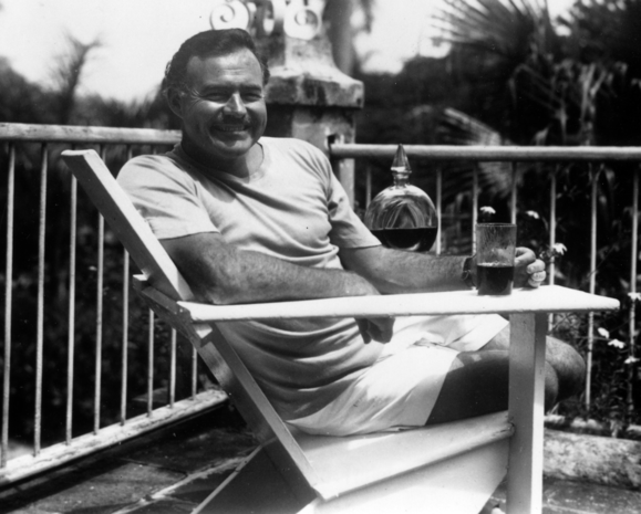 Proportional_620_ernest_hemingway_at_the_finca_vigia__cuba_1946-1